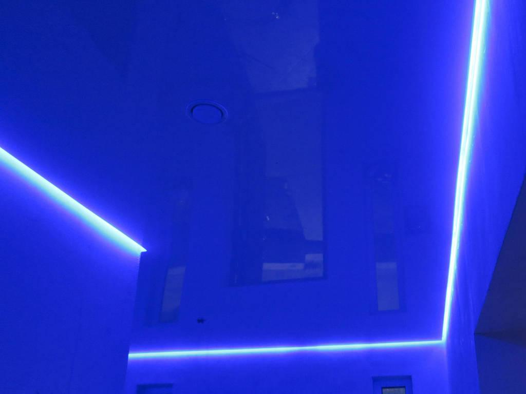 Парящий потолок от производителя Ремонтофф. Натяжные потолки в Анапе под ключ.
