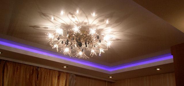 Натяжные потолки с подсветкой от производителя Ремонтофф. Натяжные потолки в Анапе под ключ.