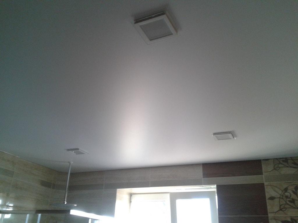 Сатиновые натяжные потолки цена от производителя Ремонтофф. Натяжные потолки в Анапе под ключ.