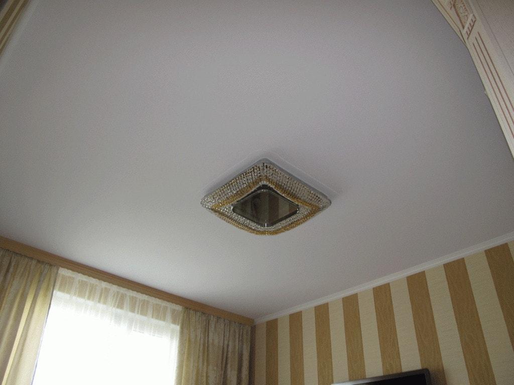 Натяжные потолки для спальни стоимость от производителя Ремонтофф. Натяжные потолки в Анапе под ключ.